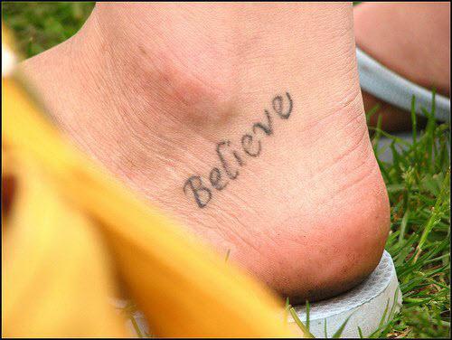 Тату надписи на ноге женские фото - 2