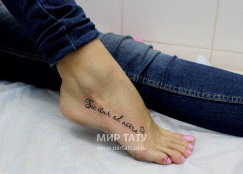 Тату надписи на ноге женские фото - 3