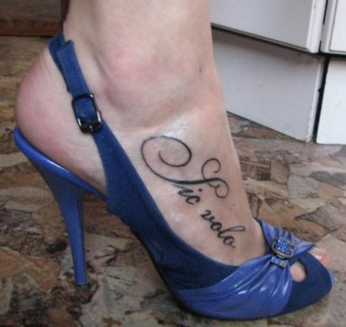 Тату надписи на ноге женские фото - 6