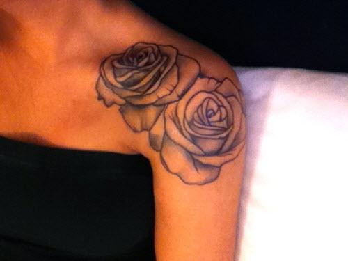 Тату надписи на плече женские фото - 9