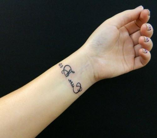 Тату надписи на руках девушек фото - 9