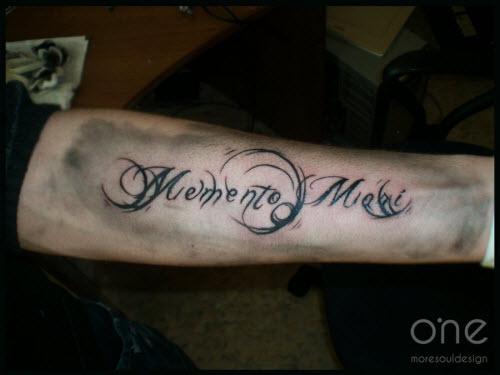 Тату надписи с переводом для мужчин фото на руке - 8