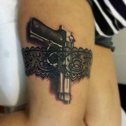 Тату пистолет на бедре фото женские