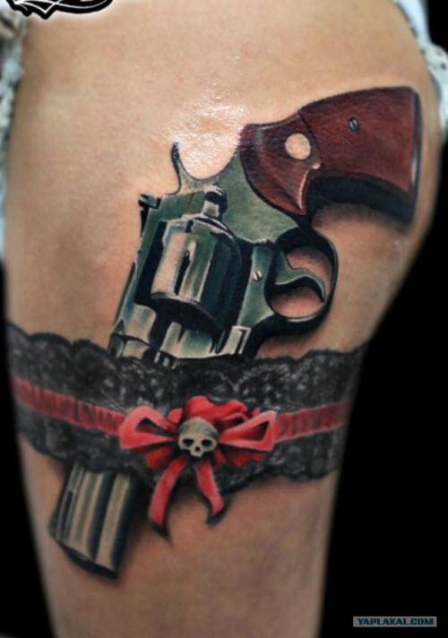 Тату пистолет на бедре фото женские - 2
