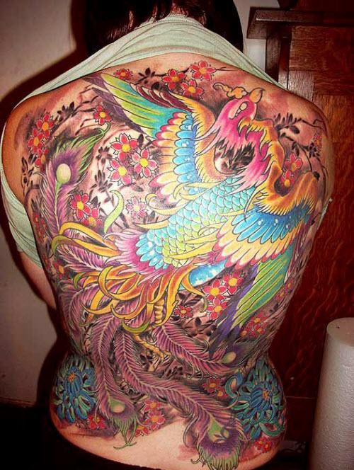 Тату птицы на спине девушки фото - 1
