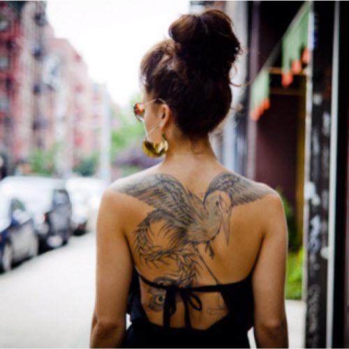 Тату птицы на спине девушки фото - 6