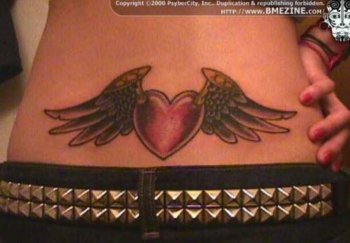 Тату сердце с крыльями на пояснице фото - 5