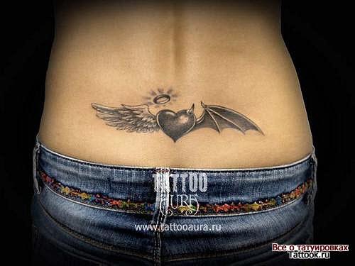 Тату сердце с крыльями на пояснице фото - 6