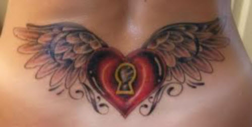 Тату сердце с крыльями на пояснице фото - 8