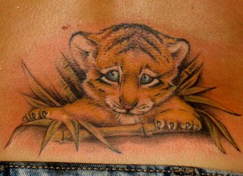Тату тигр на пояснице фото - 4