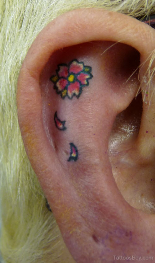 Тату цветы за ухом фото