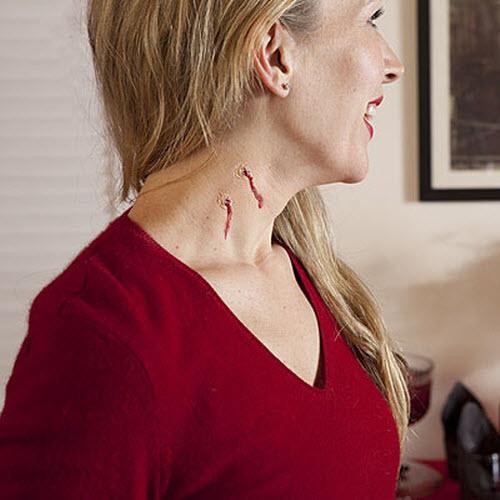 Тату укус вампира на шее фото - 1