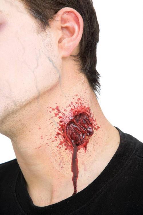 Тату укус вампира на шее фото - 8