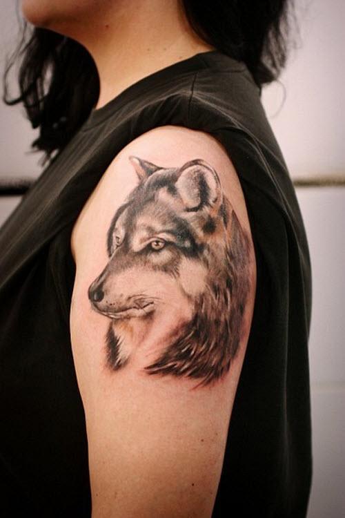 Тату волка на плече у девушек фото - 8