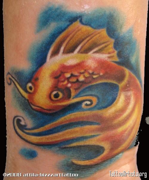 Тату золотая рыбка фото на ноге - 1