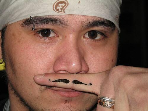 Усы на пальце тату фото - 8