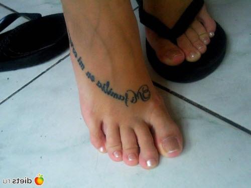 Тату надписи с переводом надписи на ноге для девушек с переводом